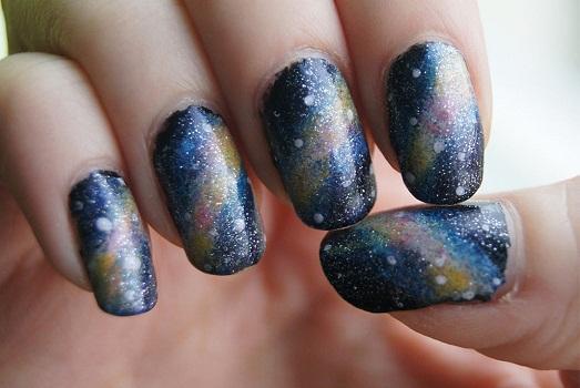 Спокойные дизайны ногтей